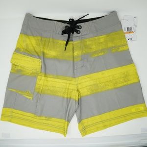 "NWT Oakley Swim Trunks Board Shorts 19"" Yellow 33"